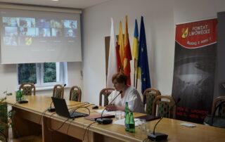 Przewodnicząca Rady Powiatu prowadzi zdalną sesję