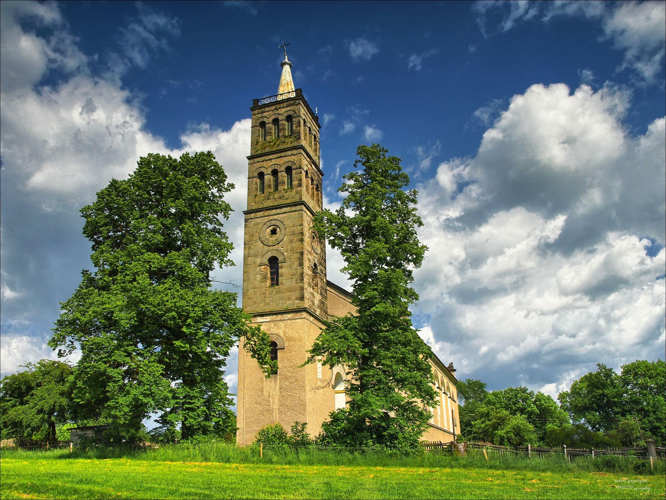 Kościół w Olesznej Podgórkskiej. Fotografia Roberta Grzelczaka