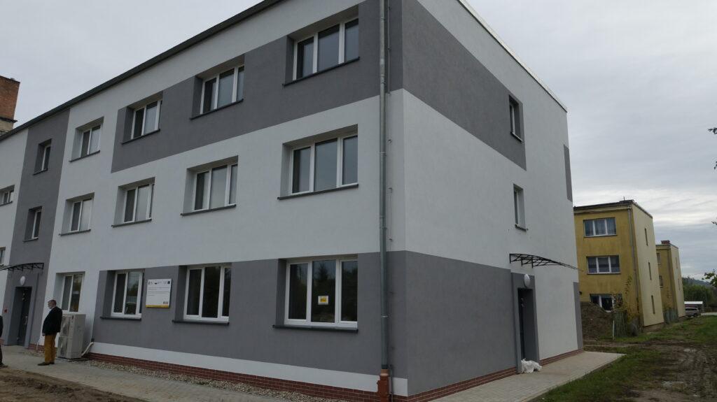Odnowiony budynek internatu w ZSET w Rakowicach Wielkich