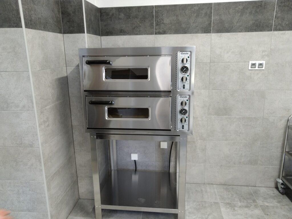 Urządzenia kuchenne w nowym internacie w ZSET w Rakowicach Wielkich