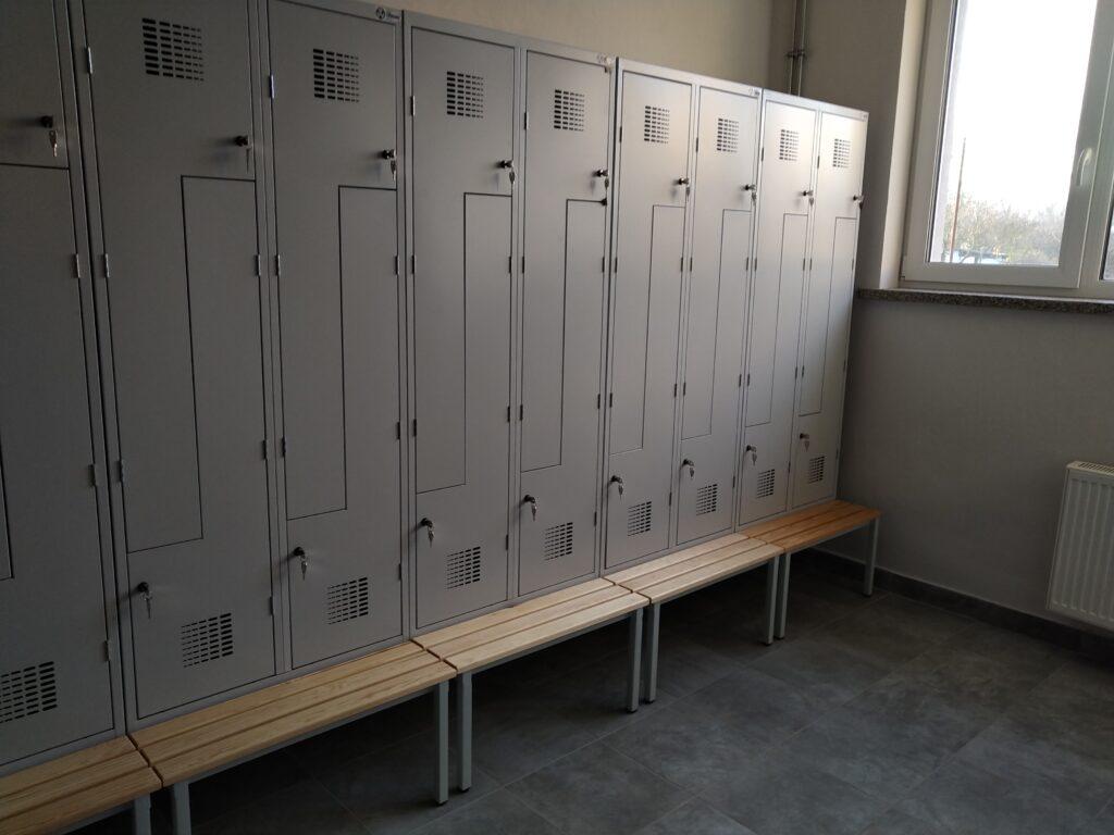 szafki szkolne w internacie w ZSET w Rakowicach wielkich