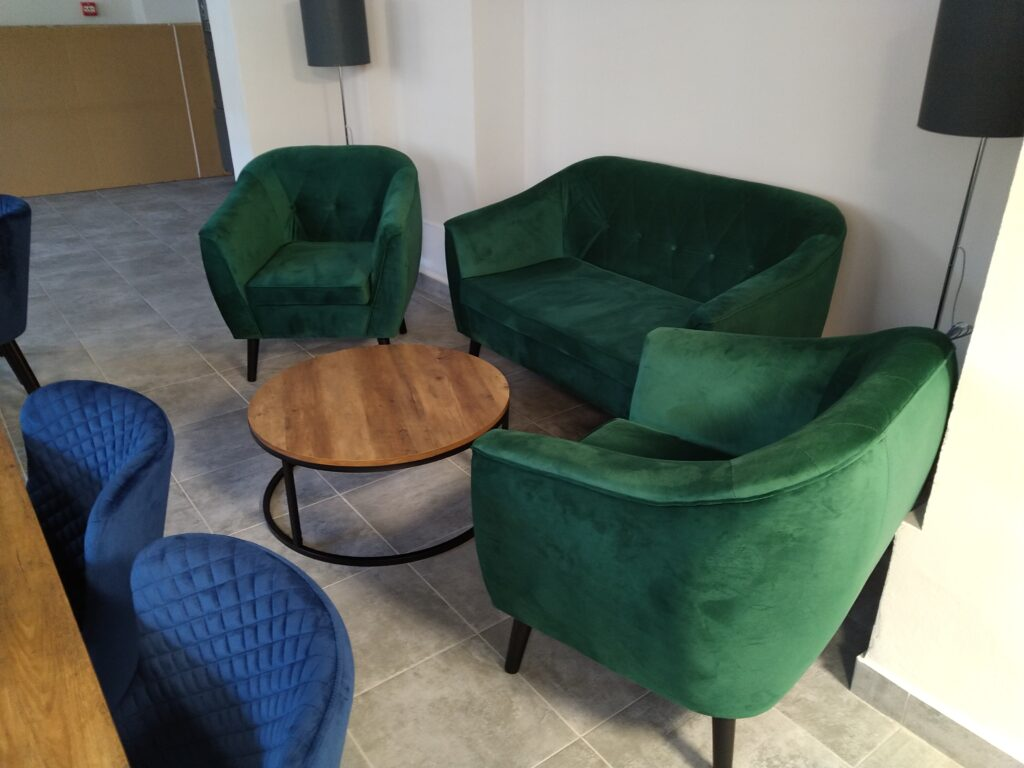 Nowe meble do pracowni hotelarskiej w ZSET w Rakowicach Wielkich