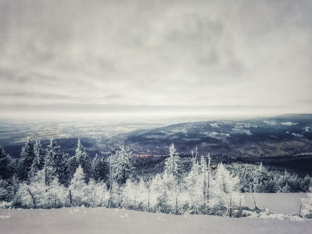 Zimowy widok ze stogu izerskiego. Zdjęcie Agnieszki Wolskiej