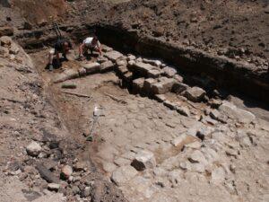 Fragment odkrytego muru średniowiecznego fot. G. Jaworski