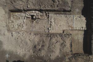 Fragment odkrytego muru średniowiecznego fot. G. Szuba