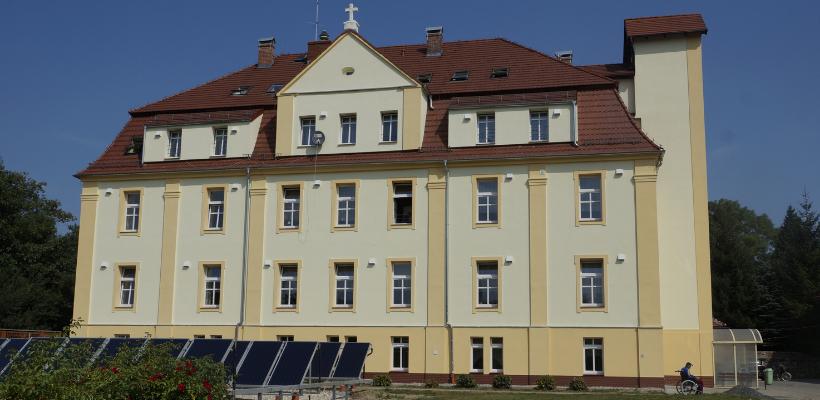 budynek DPS w Mirsku